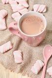 Bevanda casalinga del cacao con le caramelle gommosa e molle Fotografia Stock
