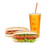 Bevanda degli alimenti a rapida preparazione e due hot dog Immagine Stock