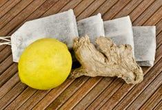 Bevanda del tè con il limone immagini stock libere da diritti