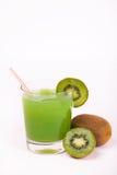 Bevanda dell'alcool del Kiwi con ghiaccio Fotografie Stock Libere da Diritti