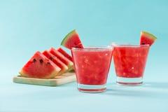 Bevanda dell'anguria in vetri con le fette di anguria nel summert Fotografie Stock