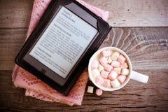 Bevanda della cioccolata calda con la caramella gommosa e molle Fotografie Stock