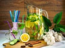 Bevanda della primavera per allegria fotografie stock libere da diritti