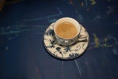 Bevanda di autunno con il libro di frutti e l'umore calmo fotografia stock