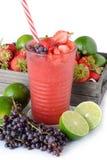 Bevanda di estate, melma della limonata della fragola Immagine Stock