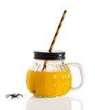 Bevanda di Halloween con paglia Immagini Stock