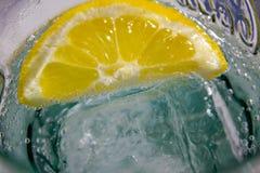 Bevanda di rinfresco della scintilla del limone immagini stock