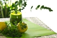 Bevanda di verdure del prezzemolo Fotografie Stock
