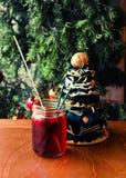 Bevanda e decorazione di Natale Immagini Stock Libere da Diritti