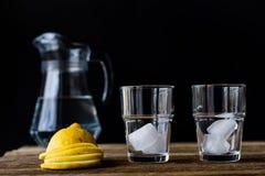 Bevanda fredda con il limone Fotografia Stock Libera da Diritti