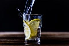 Bevanda fredda con il limone Immagini Stock Libere da Diritti