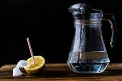 Bevanda fredda con il limone Immagini Stock