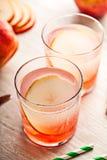 Bevanda fredda del cocktail di estate con la pera Fotografia Stock Libera da Diritti