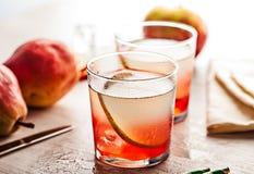 Bevanda fredda del cocktail di estate con la pera Immagini Stock Libere da Diritti