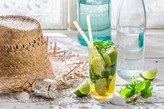 Bevanda fredda di estate con gli agrumi Fotografie Stock