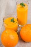 Bevanda fresca del frullato dello zenzero e dell'arancia Fotografia Stock Libera da Diritti