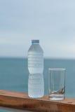 Bevanda fresca dell'acqua potabile calda fotografie stock libere da diritti