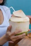 Bevanda fresca dell'acqua potabile calda immagini stock libere da diritti