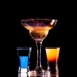 Bevanda fresca su priorità bassa nera Fotografia Stock