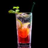 Bevanda fresca su priorità bassa nera Fotografie Stock
