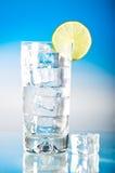 Bevanda ghiacciata fredda alta con calce Immagini Stock Libere da Diritti