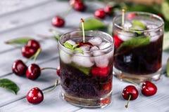 Bevanda raffreddata gassosa dalla ciliegia Fotografia Stock Libera da Diritti