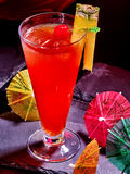 Bevanda rossa con la ciliegia e l'ananas 53 Fotografia Stock Libera da Diritti