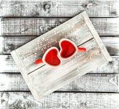 Bevanda rossa del tè delle tazze del cuore di amore di giorno di biglietti di S. Valentino Fotografia Stock