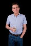 Bevanda sorridente bella della tenuta dell'uomo di medio evo Fotografia Stock