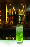 Bevanda sulla barra del locale notturno Fotografie Stock