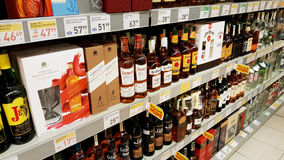 Bevande alcoliche ad un ipermercato Immagini Stock