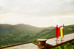 bevande Cocktail esotici, paesaggio (vista) su fondo tailandese fotografia stock