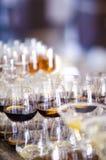 Bevande condite differenti servite per il ricevimento pomeridiano Immagine Stock