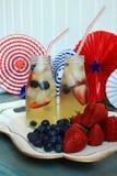 Bevande del tè della frutta di HolidaySummer dell'americano con le bacche Immagini Stock