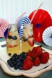 Bevande del tè della frutta di HolidaySummer dell'americano con le bacche Fotografia Stock Libera da Diritti
