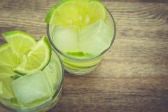 Bevande della calce in studio Fotografia Stock
