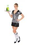 Bevande di trasporto dell'arbitro femminile immagini stock