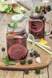 Bevande fatte con le more fresche Fotografie Stock Libere da Diritti