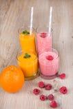 Bevande fresche del frullato del lampone e dell'arancia Fotografie Stock Libere da Diritti