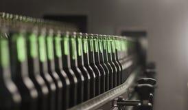 Bevande fresche della bottiglia nella fabbrica Immagine Stock