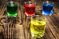 Bevande rosse blu del colpo dell'alcool di verde giallo Immagine Stock Libera da Diritti