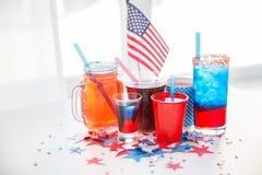 Bevande sul partito americano di festa dell'indipendenza fotografia stock libera da diritti