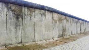 Bevarat fördärvar av den Berlin väggen royaltyfria foton