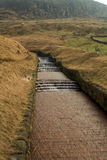 Bevattna överflöd på den Dovestone behållaren England Arkivbilder