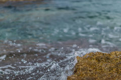 Bevattna att plaska på en vagga i havet Arkivbilder