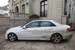 Bevattna den skadade bilen i efterdyningen av orkanen som är sandig i avlägsna Rockaway, New York royaltyfri fotografi