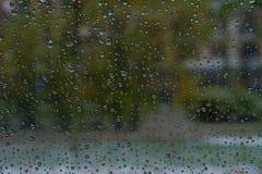 Bevattna droppe, på exponeringsglas och stekflott ner Arkivfoton