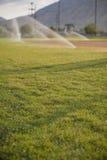 bevattna för fältsprinklers Arkivfoton