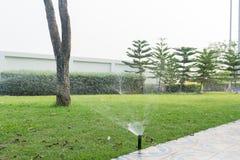 bevattna för lawn arkivfoton