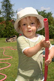 bevattna för pojketrädgård Royaltyfria Bilder